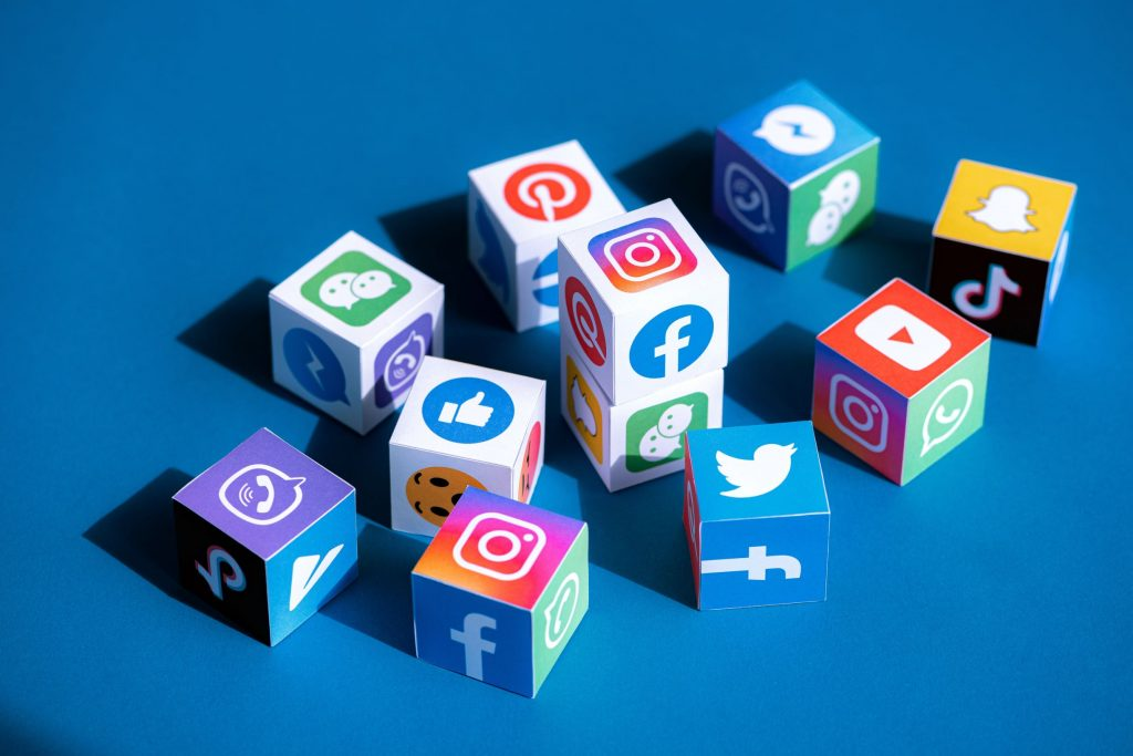 Social Media Marketing cubes